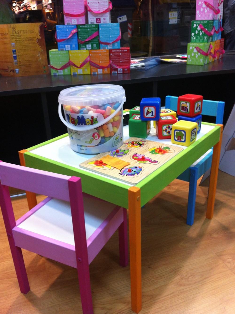 C mo crear un rinc n de juegos y c mo pintar unas sillas for Sillas para jugar a la play