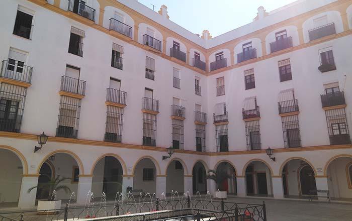 rehabilitación de fachada de edificio en Cadiz